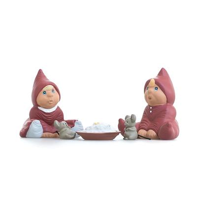 Etly Klarborg nisser Bette Knud og Bette Inger med grød og 2 mus